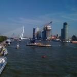 Op de Nieuwe Maas krioelde het van de vaartuigen.